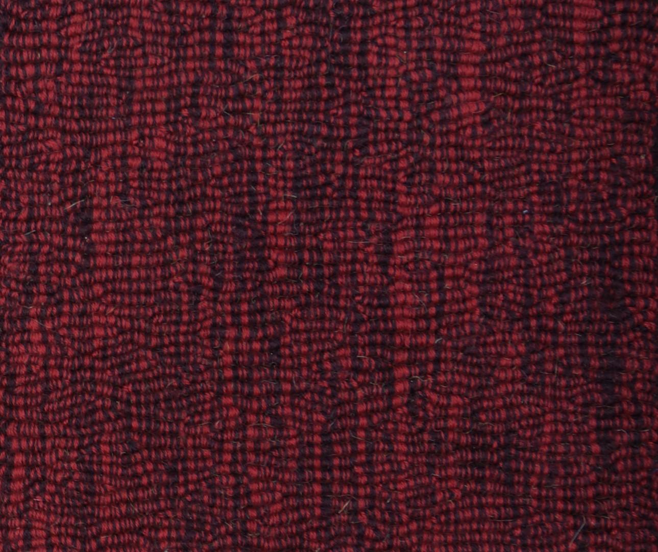 Moquette tiss e 100 laine unie structur e ray e astrakan prune rouge collection textile for Moquette rayee